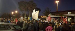Vertenza Lsu-Lpu, protesta anche all'aeroporto di Lamezia e attività ferme nei comuni