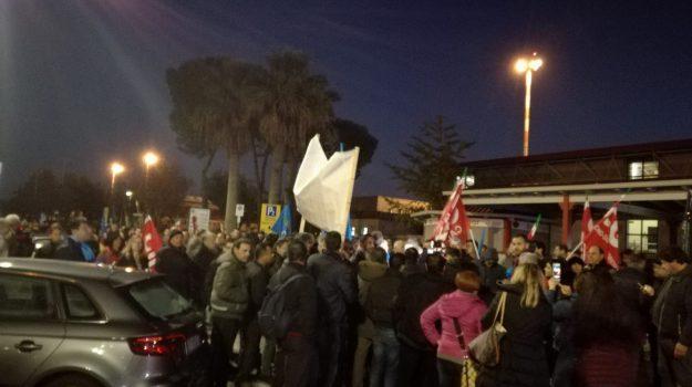 precari calabria, protesta precari, vertenza ex lsu-lpu, vertenza precari calabria, barbara lezzi, Catanzaro, Calabria, Economia