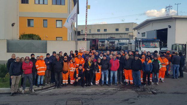 raccolta rifiuti reggio, rifiuti reggio calabria, sciopero netturbini reggio, Reggio, Calabria, Cronaca