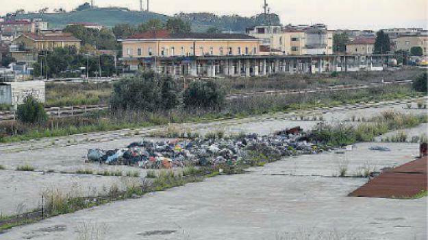 crotone, rifiuti, tendopoli, Catanzaro, Calabria, Cronaca