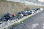 Catanzaro, l'asfalto non copre il degrado su viale Isonzo: residenti protestano