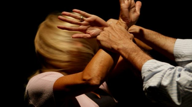 arresto, violenza donne, Messina, Sicilia, Cronaca