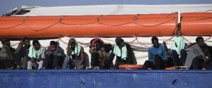 Sea Watch, ok dal Viminale per lo sbarco di 18 migranti: aperta un'inchiesta