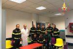 I vigili del fuoco di Catanzaro donano panche colorate per il reparto oncologico pediatrico