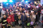 La speciale consegna dei doni della befana ai bimbi e alle famiglie dei pompieri di Cosenza