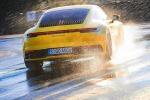 Porsche 911 si adegua da sola a presenza di asfalto bagnato