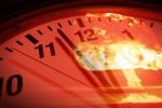 Rappresentazione artistica dell'orologio dell'Apocalisse, proposto dalla Federazione degli scienziati atomici per scandire il tempo a disposizone per evitare la catastrofe del pianeta (fonte: University of Rochester illustration / Michael Osadciw)