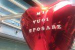 Proposta di matrimonio all'aeroporto di Fontanarossa, lei rifiuta e scappa: la storia diventa virale