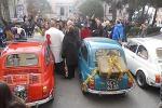 La Befana come ogni anno arriva al Gaslini in Fiat 500