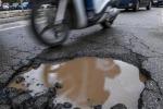 Incidenti stradali: a Roma meno con moto, pericolo sono buche