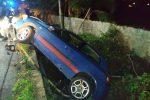 Con l'auto in una scarpata a Messina, feriti padre e figlio: le immagini