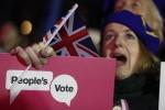 Brexit: Westminster boccia l'accordo di May