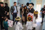 """Catanzaro, la """"Befana del poliziotto"""" nei reparti pediatrici del Pugliese-Ciaccio"""