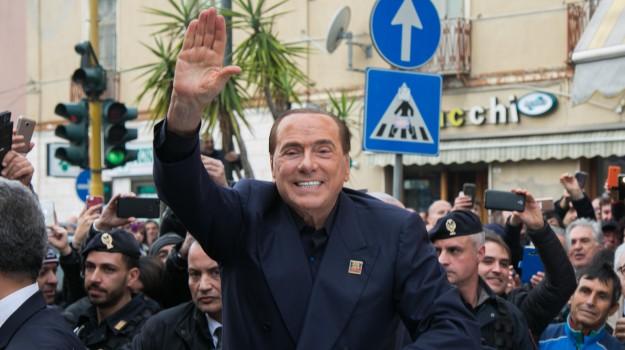 berlusconi all'aquila, forza italia, governo, silvio berlusconi, Sicilia, Politica