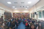 Scritti, musica, letture: studenti a Messina ricordano così la Shoah - Il video