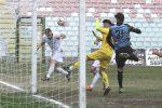 Il capitano Gael Genevier realizza di testa il provvisorio 2-0 (foto Rocco Papandrea)