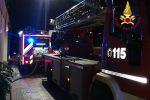 Le squadre dei vigili del fuoco in azione