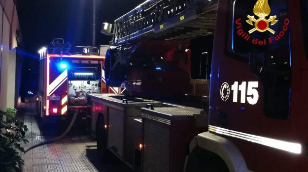 auto incendiate, corigliano, incendi dolosi, Cosenza, Calabria, Cronaca
