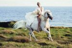 Il suo cavallo sta morendo: Lady Gaga lascia cerimonia per dirgli addio