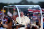 """Panama, l'appello del Papa ai giovani: """"Staccatevi dai social, è Maria la più grande influencer"""""""