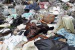 Emergenza rifiuti a Strongoli, sacchi di spazzatura contro gli operatori ecologici