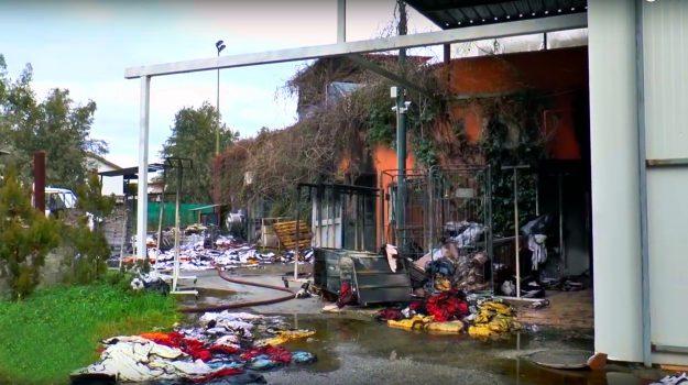 intimidazione imprenditore sibari, lavanderia incendiata, Cosenza, Calabria, Cronaca