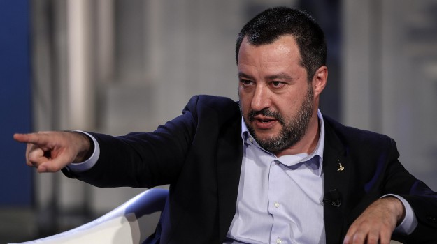 incendio baraccopoli san ferdinando, migranti san ferdinando, Al Ba Moussa, Matteo Salvini, Sicilia, Politica