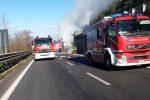 Vibo, autocarro con frutta va a fuoco in autostrada: disagi alla circolazione