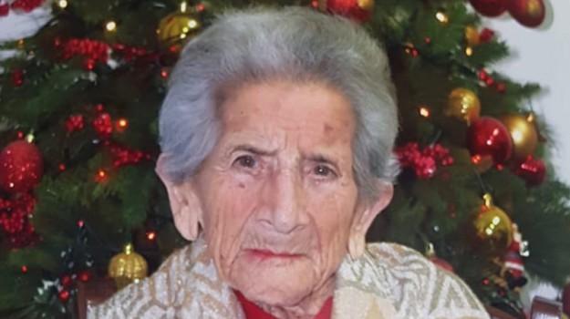 centenaria Reggio, compleanno Maria Mazzacuva, reggio, Maria Mazzacuva, Reggio, Calabria, Società