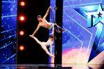 """Italia's Got Talent, la coppia siciliana """"Duo Fire"""" supera le audizioni: il video dell'esibizione"""