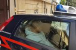 Giro di prostitute nigeriane minorenni a Messina, l'uscita degli arrestati dalla caserma dei carabinieri - Video