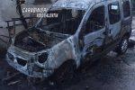 Francica, evade dai domiciliari per incendiare l'auto del padre
