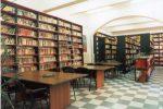 Gli interni della biblioteca