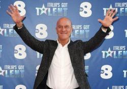 Il commento a margine della conferenza stampa di Italia's got Talent. Nel 2013 a Sanrempo portò sul palco un monologo sui politici e gli italiani