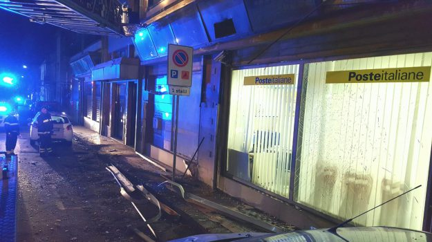 assalto poste messina, bomba ufficio postale messina, bomba via la farina messina, Messina, Sicilia, Cronaca