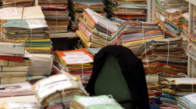 burocrazia italia, cgia mestre, Eurobarometro, pubblica amministrazione, Calabria, Economia