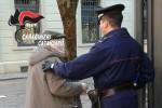 Catanzaro, la badante prendeva soldi all'anziano che accudiva: scoperta e denunciata