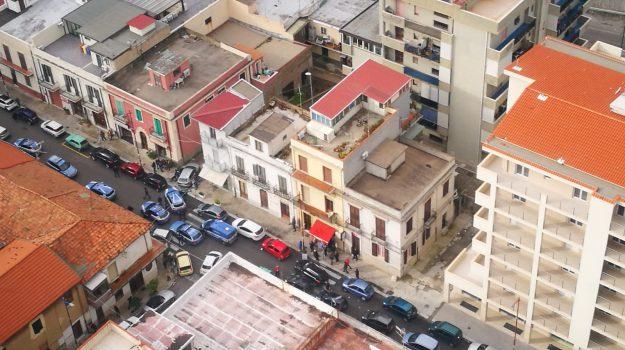 catona, coppia fugge, posto di blocco polizia, Reggio, Calabria, Cronaca