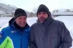 Checco Zalone ironizza sul freddo, virale il siparietto comico con il sindaco di Roccaraso