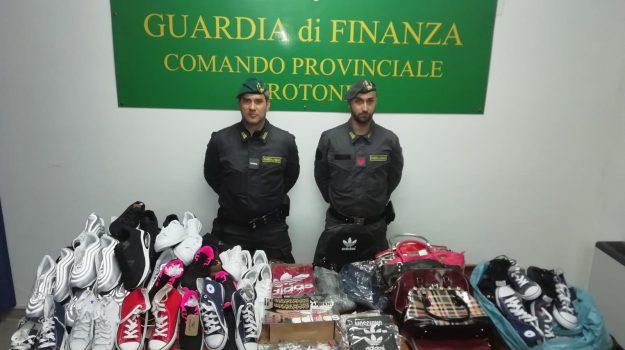 contraffazione crotone, denunciati crotone, operazione made in facebook, Catanzaro, Calabria, Cronaca