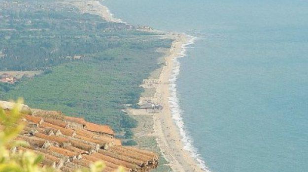 litorale flagellato, litorale vibonese, mareggiate, nicotera, opere anti-erosione, Michele Mirabello, Catanzaro, Calabria, Cronaca