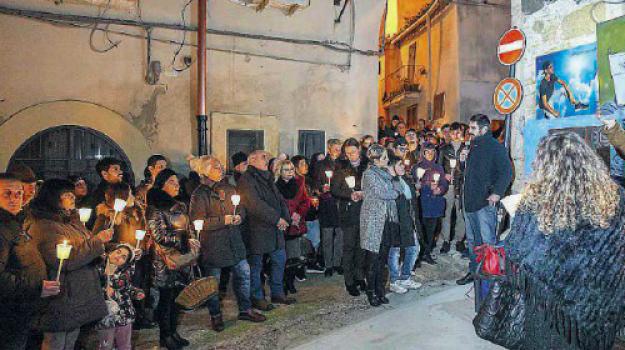 fiaccolata a Crotone, Omicidio parretta crotone, ucciso dal vicino di casa a crotone, Giuseppe Parretta, Catanzaro, Calabria, Cronaca