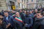 """Immigrazione: """"Digos all'Anagrafe di Palermo, ma la Questura smentisce"""". Centinaia in piazza con Orlando"""
