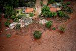 Diga crollata in Brasile, si teme l'ecatombe: 11 morti e almeno 296 dispersi