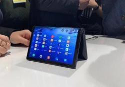 Si chiama Flexpai ed è della sino-americana Royole. Una specie di tablet che si piega a metà.