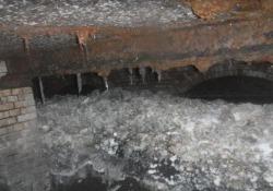 """Il """"fatberg"""" nelle fogne di Sidmouth è lungo 64 metri e ci vorranno 8 settimane per rimuoverlo"""