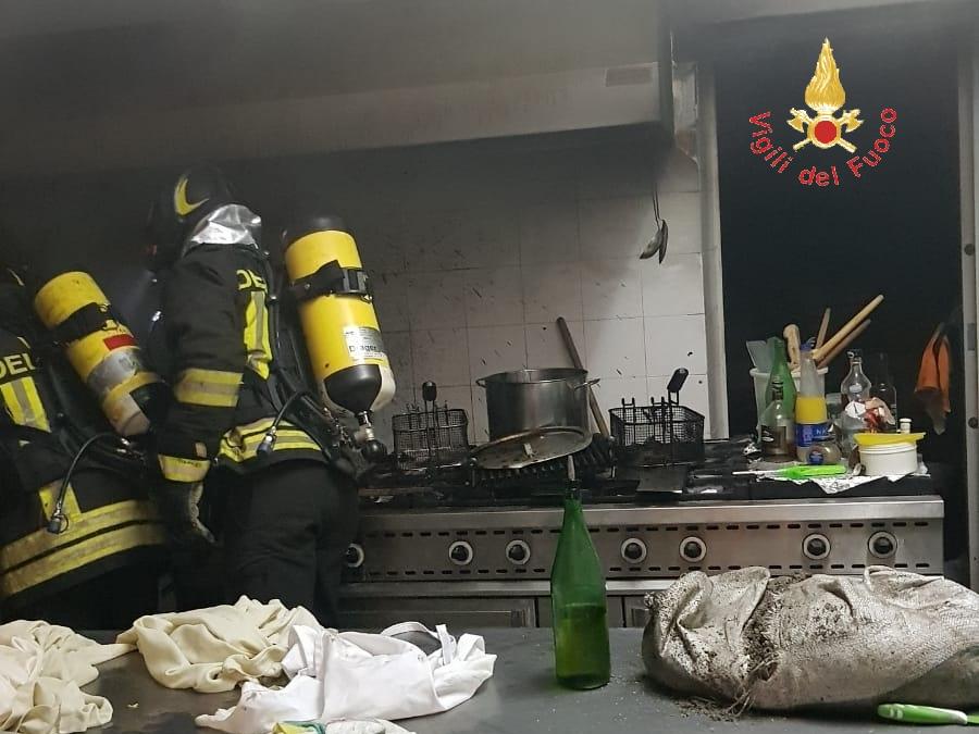 Incendio in un hotel di Nocera Terinese: a fuoco una