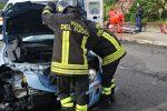 Scontro a Crotone, tre auto coinvolte e quattro feriti: le foto