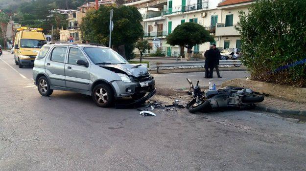 Incidente a messina scontro tra auto e scooter due feriti gazzetta del sud - Incidente giardini naxos oggi ...