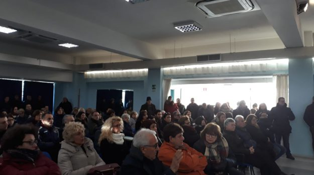 vertenza terme luigiane, Cosenza, Calabria, Economia